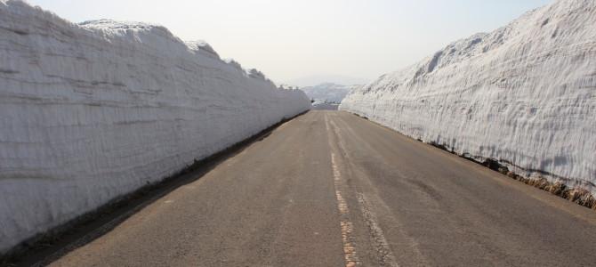 【鹿角の風景】雪の回廊と銭川温泉